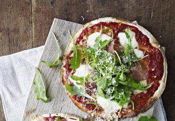 Tortilla-pizza med parmaskinke og rucola