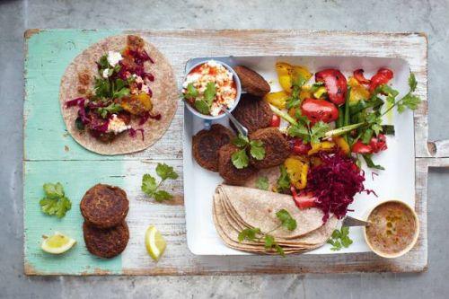 Falafel wraps med grillet grøntsager & salsa