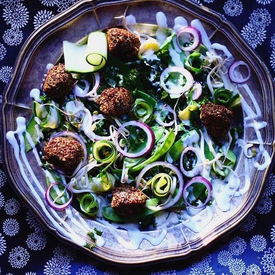 Quinoa frikadeller med grøn salat