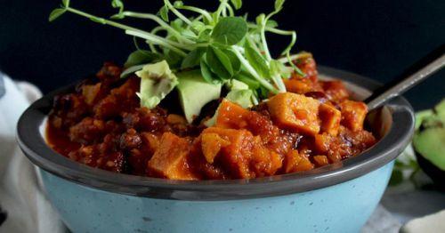 Antiinflammatorisk ret med søde kartofler, chili, sorte bønner og spidskommen