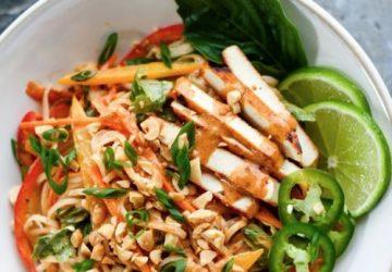 Nudler med grøntsager og mandelsmør