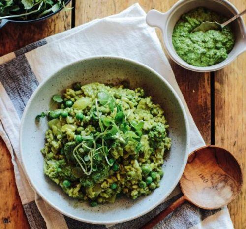 Risotto med spinat og ærte pesto Denne veganske skønne risotto er sprængfyldt med vitaminer og ...