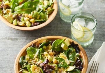 salat med artiskokker og kikærter