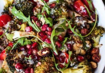 Varm vinter salat med stegt grøntsager, puy linser og ristede hasselnødder