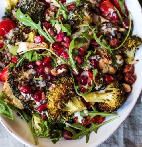 Varm Vinter Salat Med Stegte Grøntsager Puy Linser Og Ristede Hasselnød