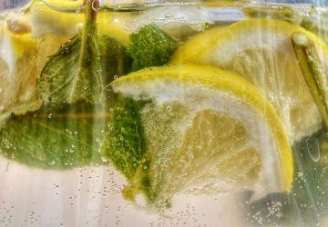 15 Fordele ved at drikke citronvand om morgenen på en tom mave