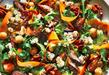Figen og rucola salat med valnødder og gedeost