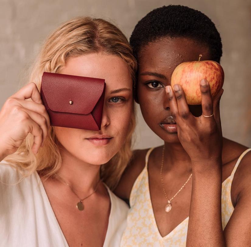 Vegansk læderkollektion lavet af æbleskræller