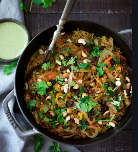 Vegetarisk biryani med koriander chutney